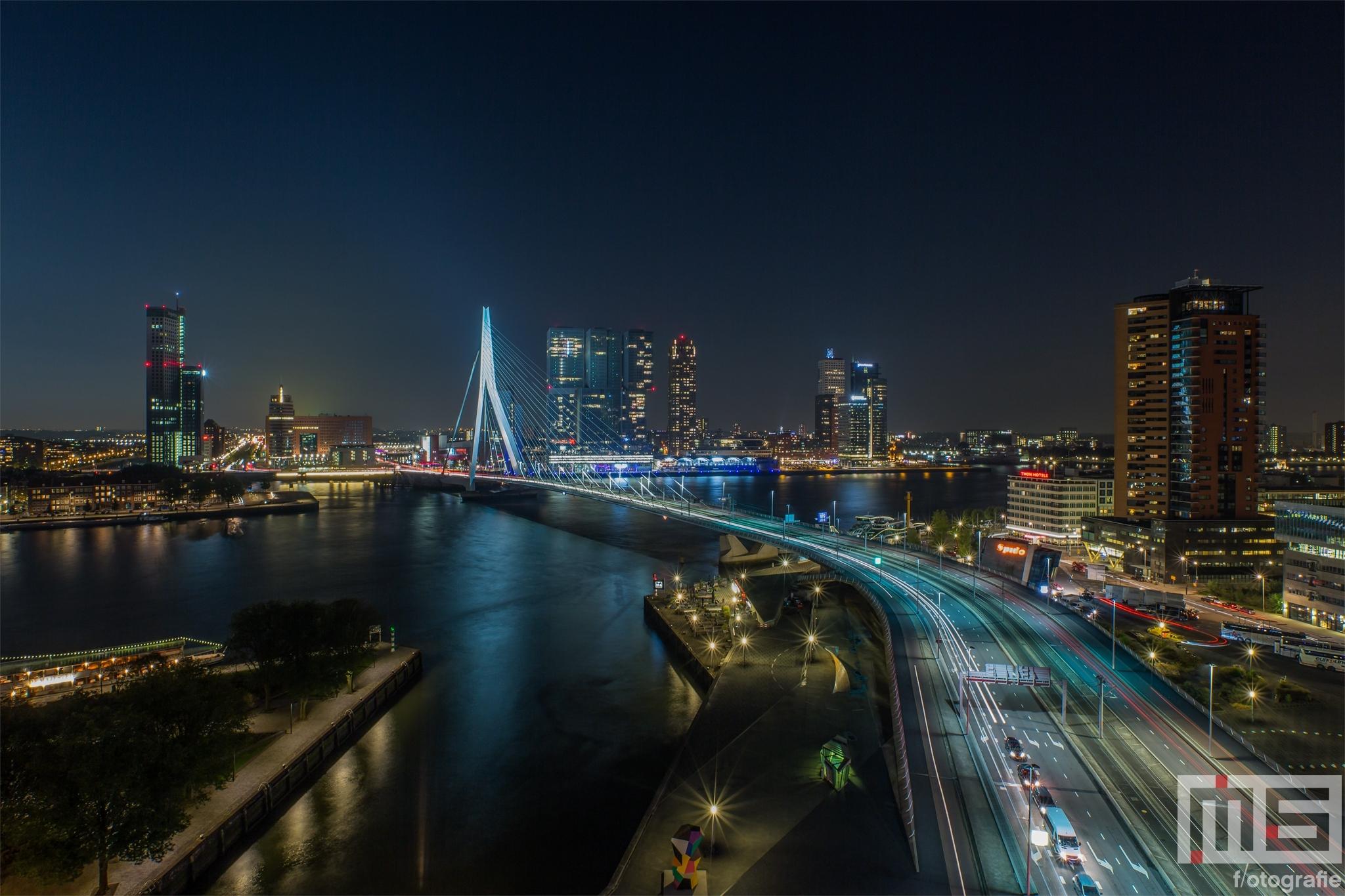 Te Koop   De skyline van Rotterdam by Night met de Erasmusbrug