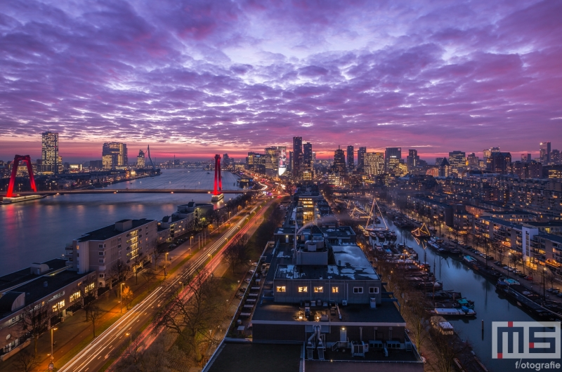 Te Koop | De skyline van Rotterdam tijdens de zonsondergang