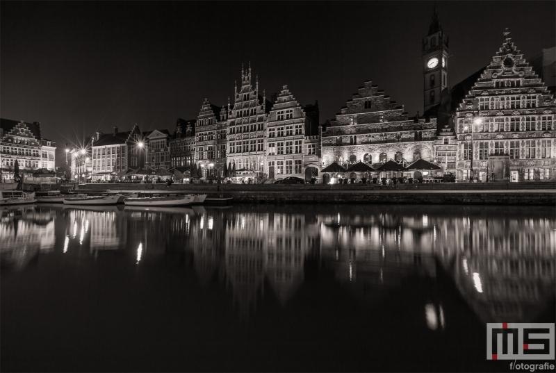 Te Koop | De Korenlei reflectie in de Leie in Gent in de nacht