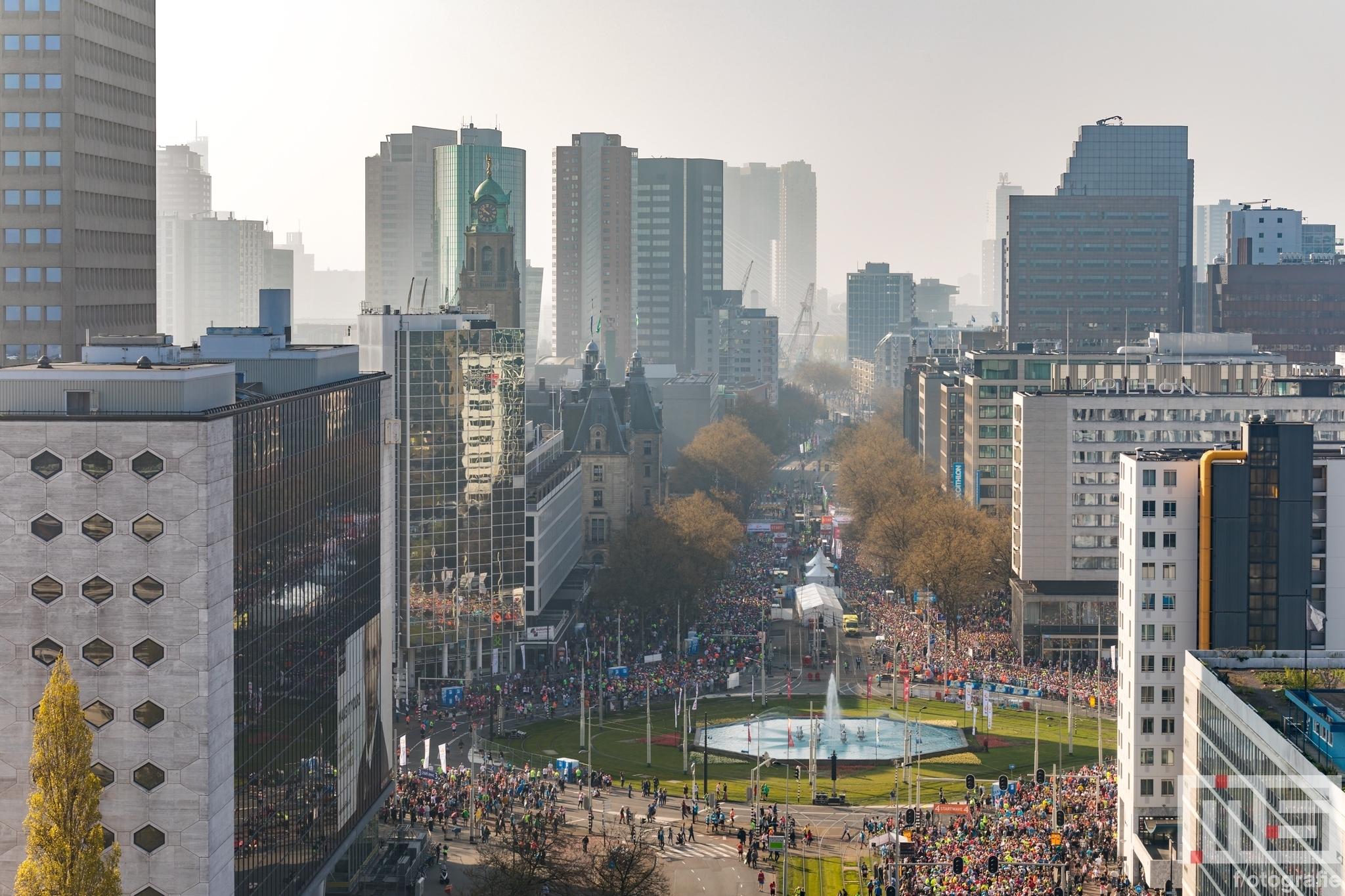 Te Koop | Het startpunt van de Marathon Rotterdam met het Hofplein, Coolsingel en Hilton Hotel in Rotterdam