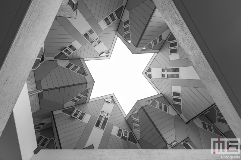 Te Koop | De Kubuswoningen in Rotterdam in zwart/wit
