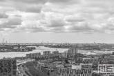 De Haven van Rotterdam vanuit de Euromast in Rotterdam in zwart/wit