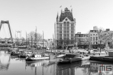 Te Koop | De Oudehaven in Rotterdam met het Witte Huis in zwart/wit