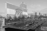 Te Koop | Het Sterker Door Strijd doek in de binnenstad in Rotterdam in zwart/wit