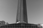 Het WTC Rotterdam in Rotterdam in zwart/wit