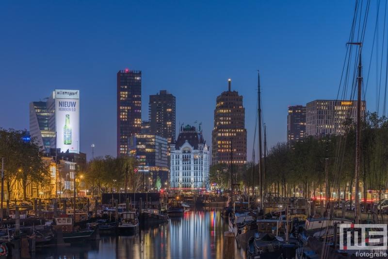 Te Koop | Het Haringvliet en het Witte Huis in Rotterdam tijdens blue hour