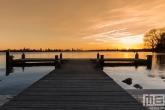 Te Koop | De steiger bij de Kralingse Plas in Rotterdam tijdens zonsondergang