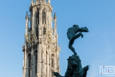 Te Koop | Het Brabo Monument en de Onze Lieve Vrouwekathedraal in Antwerpen