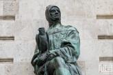 Het beeld van Galeotto Marzio op Heroes Square in Budapest