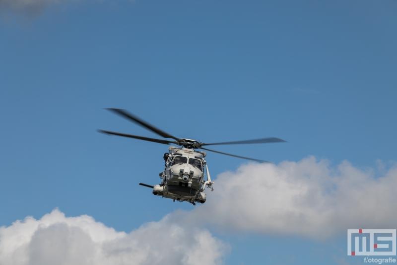 Een helikopter van de marine in Rotterdam tijdens de Wereldhavendagen