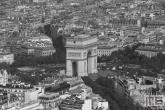 Te Koop | De Arc du Triomphe op de Champs Elysee in Parijs in zwart/wit