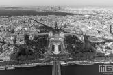 Te Koop | De Palais de Chaillot vanuit de Eiffeltoren in Parijs in zwart/wit