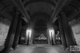 Te Koop | De Louvre Museum in Parijs in nachtelijke uren in zwart/wit