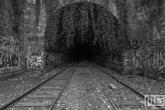 Te Koop | Het urban treinspoor in Parijs in zwart/wit