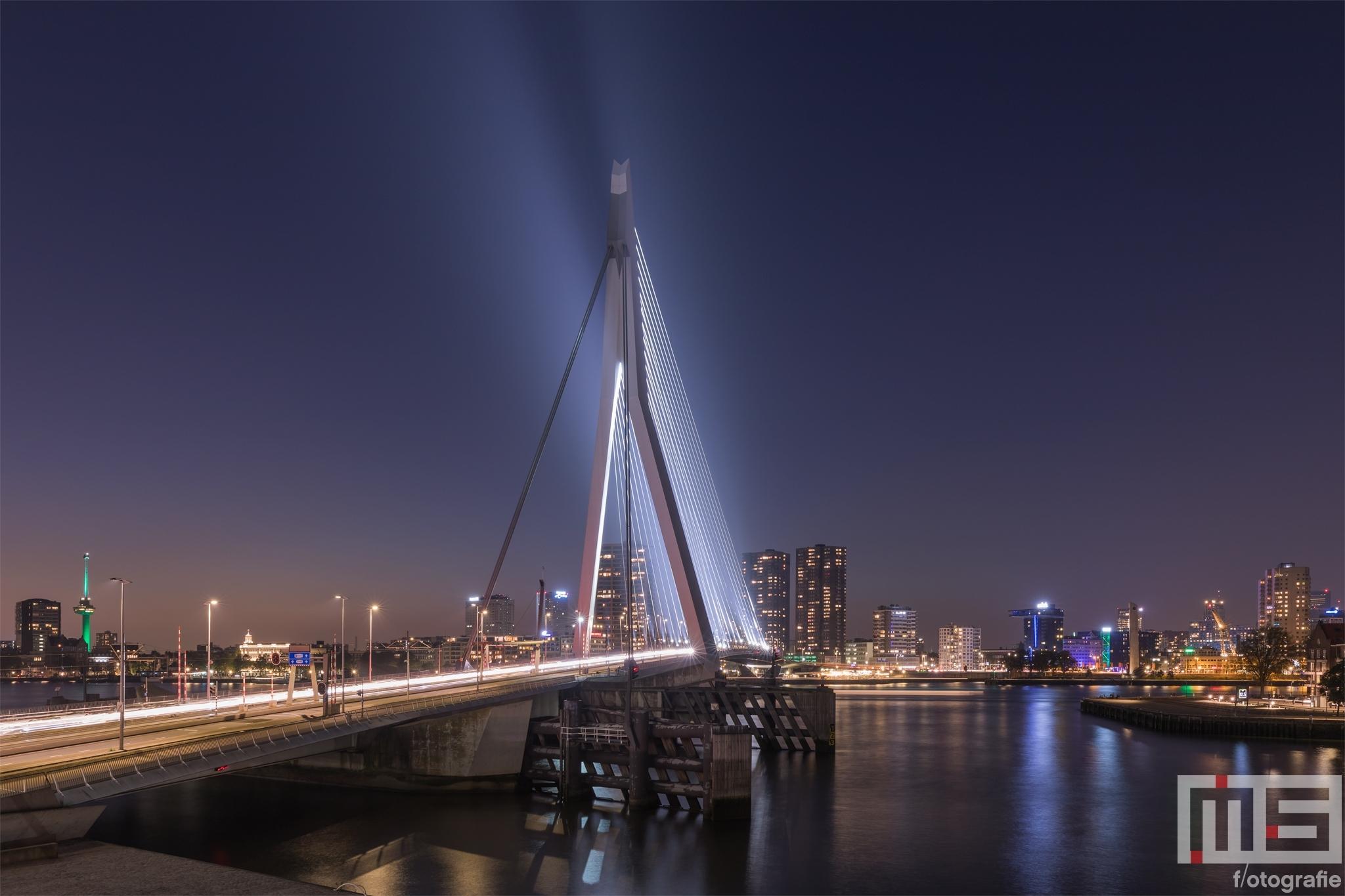 Te Koop | De Erasmusbrug in Rotterdam tijdens het blauwe uurtje in Rotterdam