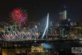 Te Koop | Het Nationale Vuurwerk op de Erasmusbrug in Rotterdam tijdens Oud en Nieuw
