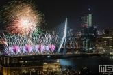 Te Koop | De vuurwerkshow van het Nationale Vuurwerk in Rotterdam tijdens Nieuwjaar