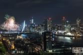 Te Koop | De avondshow met siervuurwerk tijdens het Nationale Vuurwerk bij de Erasmusbrug in Rotterdam