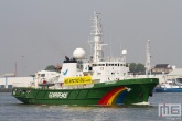 Het Greenpeace schip Esperanza in Rotterdam