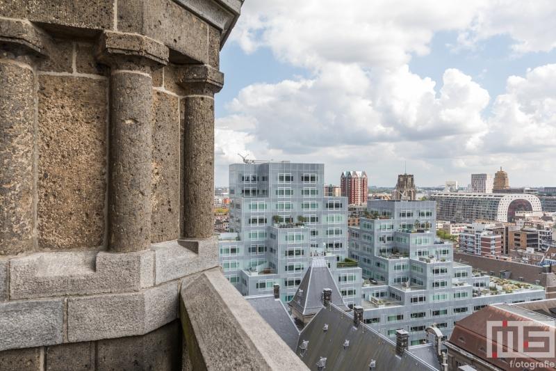 Te Koop | Het uitzicht vanuit het Stadhuis in Rotterdam op de Markthal Rotterdam en het Timmerhuis