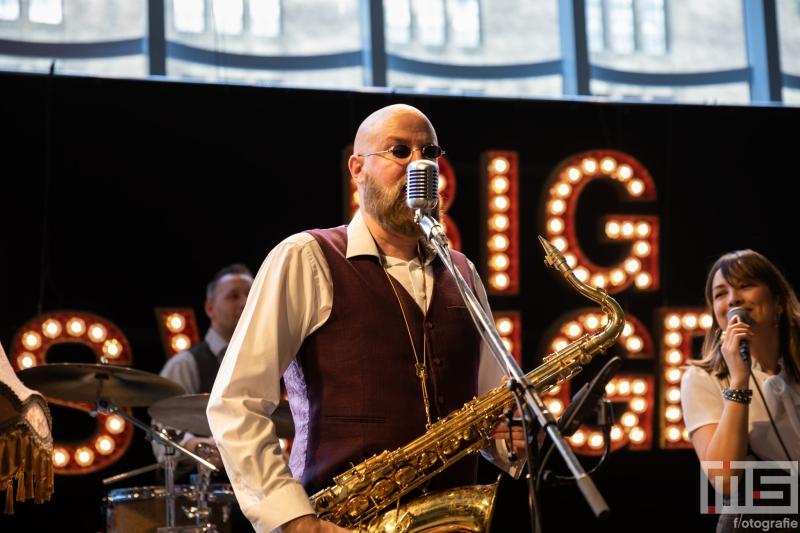 The Big Swingers tijdens de opening in Museum Rotterdam