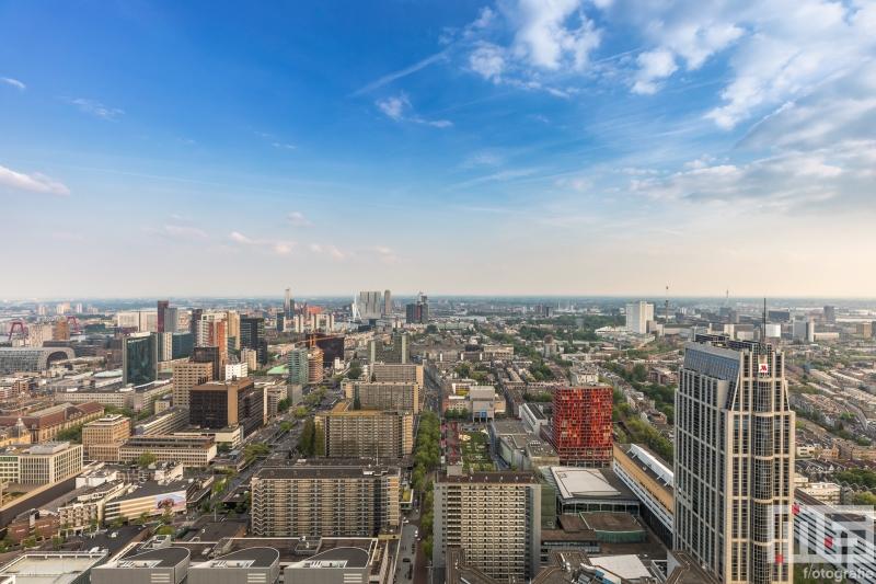 Te Koop | Het uitzicht over de Rotterdamse binnenstad tijdens een zomerdag
