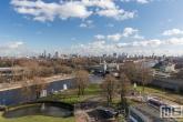 Te Koop | Het uitzicht op de skyline van Rotterdam vanuit de Van Nelle Fabriek in Delfshaven