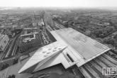 Te Koop | Het Centraal Station van Rotterdam als luchtfoto in zwart/wit