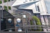 Het Centraal Station en tramhalte in Rotterdam vanuit de lucht