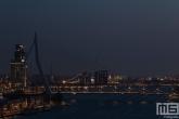 De Erasmusbrug in Rotterdam tijdens Earth Hour