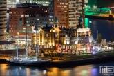 Hotel New York met aan de kade het Zeilschip De Eendracht in Rotterdam