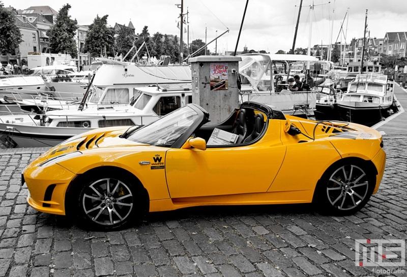 Een Tesla auto onder het motto Dordt in Stroom op Dort in Stoom in Dordrecht