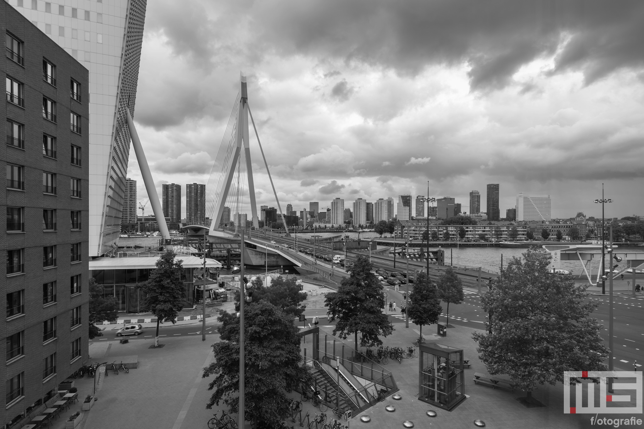 Te Koop | Het uitzicht op de Erasmusbrug vanuit het Luxor Rotterdam