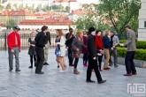 Danssers op stadsbrug Karluv Most in Prague
