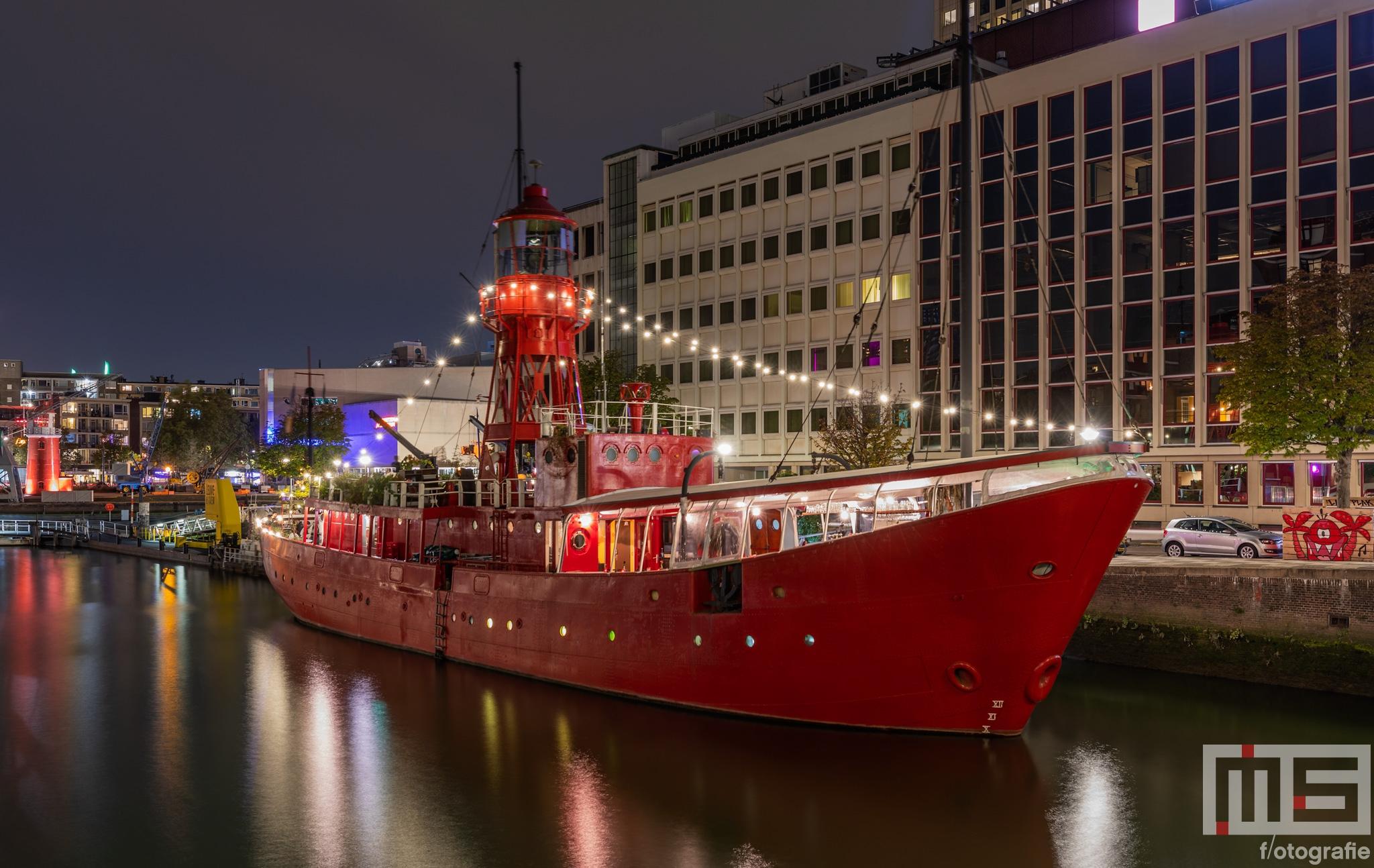 Te Koop | Het lichtschip Vessel11 in de Wijnhaven in Rotterdam voor de Hogeschool Rotterdam