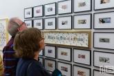 Een serie bankbiljettenkunst tijdens Art Rotterdam in de Van Nelle Fabriek in Rotterdam