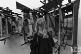 Een 3d schilderij in zwart/wit tijdens Art Rotterdam in de Van Nelle Fabriek in Rotterdam