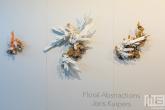Een serie 3d bloemen genaamd Floral Abstractions door Joris Kuiper in het HAKA-gebouw in Rotterdam tijdens Art Rotterdam