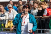 De omroeper tijdens de finish van de Marathon Rotterdam 2019