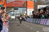Daniel Rono bij de finish van de Marathon Rotterdam 2019 in Rotterdam