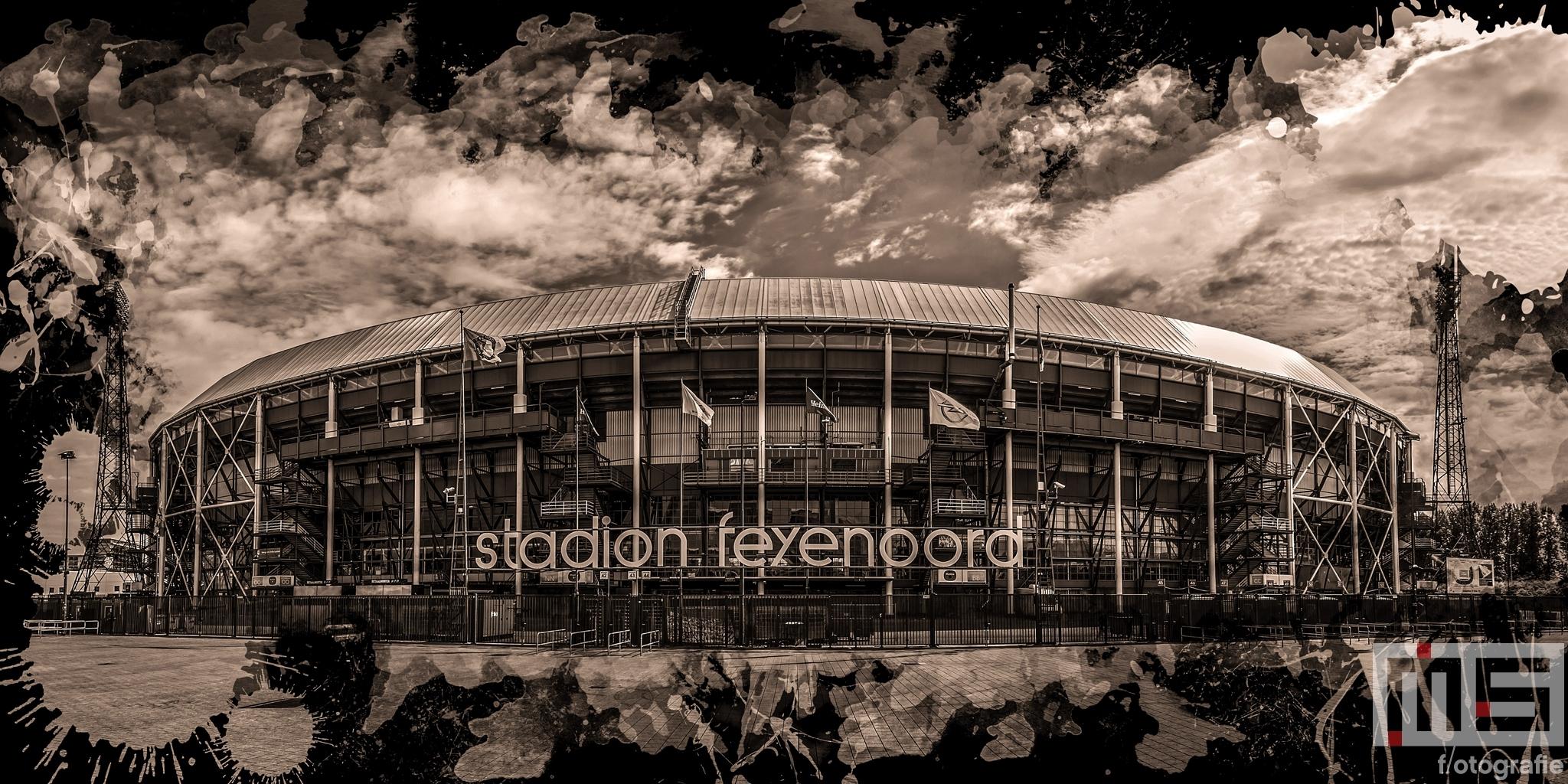 Het Feyenoord Art Stadion De Kuip in Rotterdam in zwart sepia