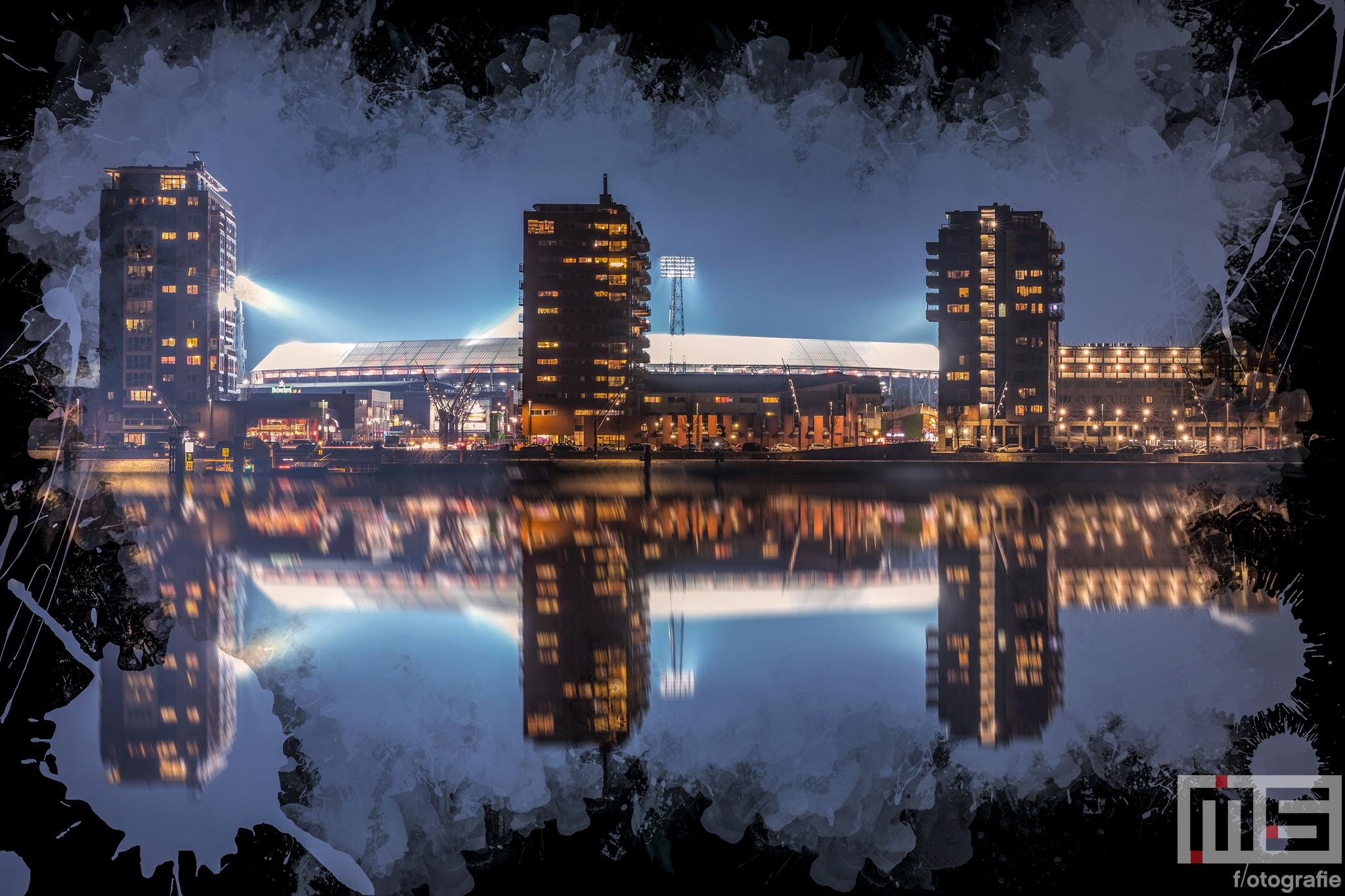 Te Koop   Het Feyenoord Art Stadion De Kuip in Rotterdam in reflectie