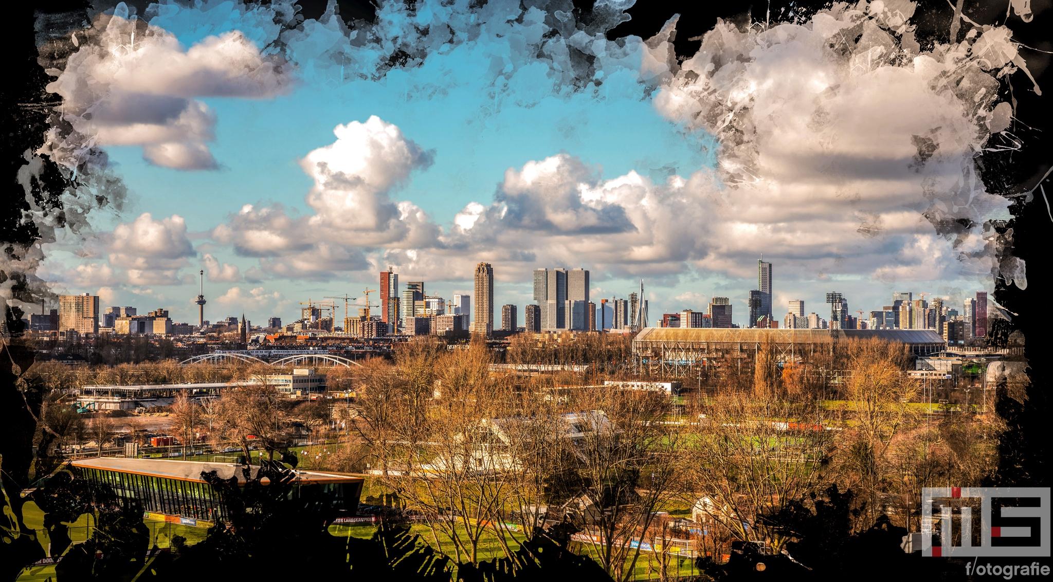 Te Koop   De skyline van Rotterdam met het Feyenoord Art Stadion De Kuip en Hollandse wolken