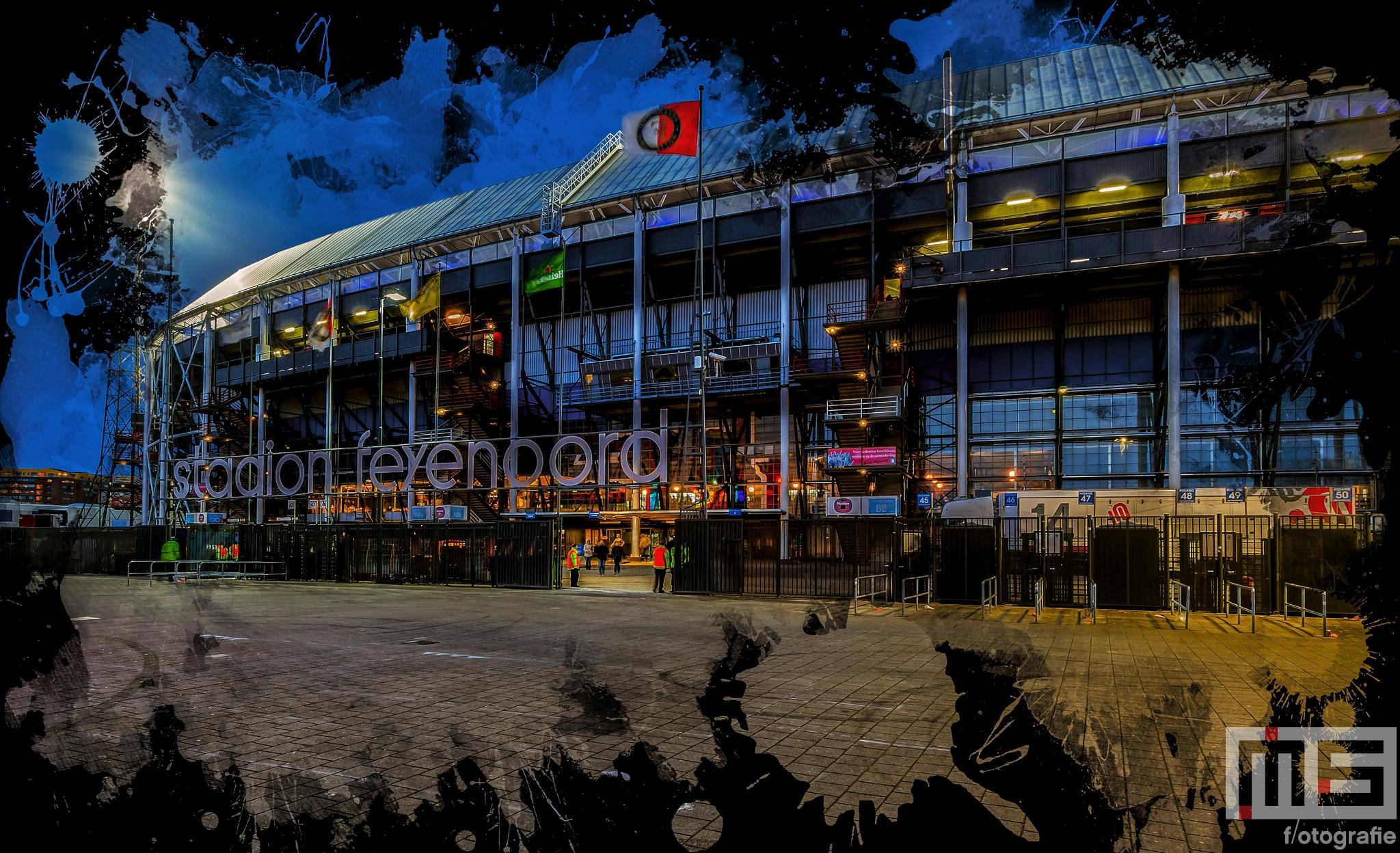 Te Koop   De voorkant van het Feyenoord Art Stadion De Kuip in Rotterdam tijdens een speelavond