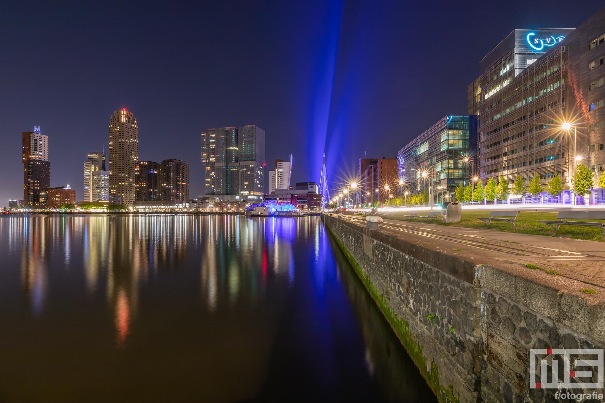 Te Koop | De Rijnhaven met op de achtergrond de Wilhelminapier in Rotterdam by Night