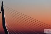 De Erasmusbrug in detail tijdens de zonsondergang in Rotterdam