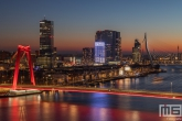 Te Koop | De Willemsbrug, Noordereiland en Wilhelminapier in detail tijdens de zonsondergang in Rotterdam