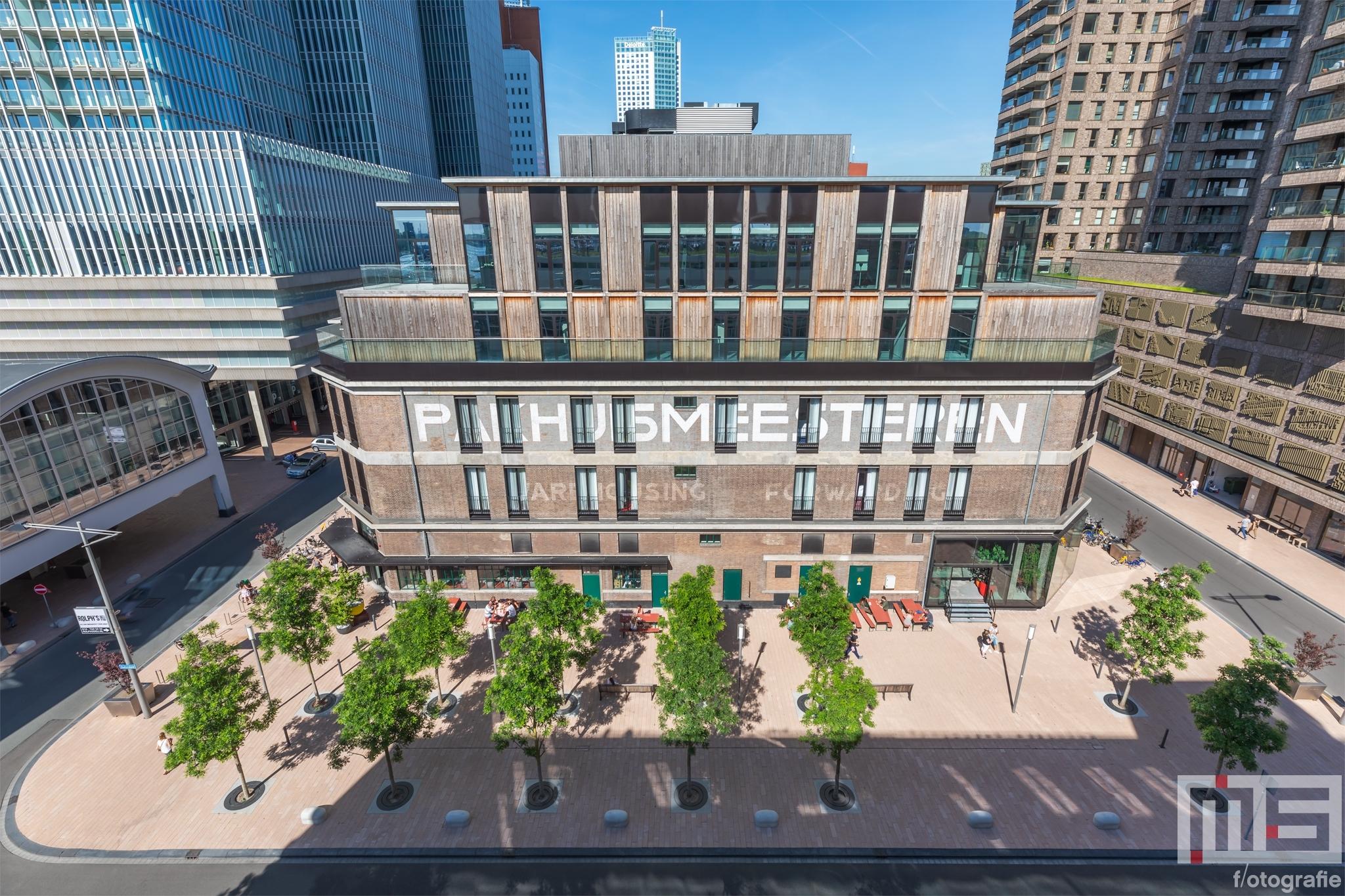 Te Koop | Het Pakhuismeesteren met Bruno Hotel en Foodhallen Rotterdam op de Wilhelminapier in Rotterdam