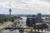 De Euromast met het Restaurant De Machinist en de sluizen in de Coolhaven in Rotterdam