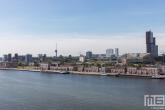 Het uitzicht vanaf de Maassilo op Katendrecht en de Maashaven en Euromast in Rotterdam